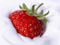 Клубничный поцелуй - десерт из клубники со сметанным кремом