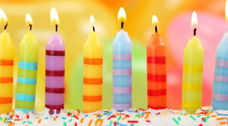 Свечки на праздничном торте