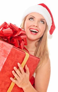 Девушка с подарком на Новый Год 2013