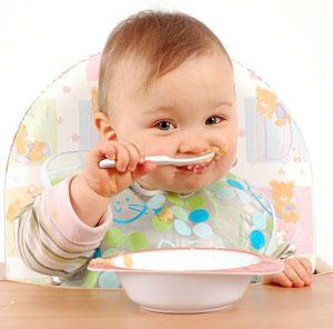 Малыш есть мясное пюре