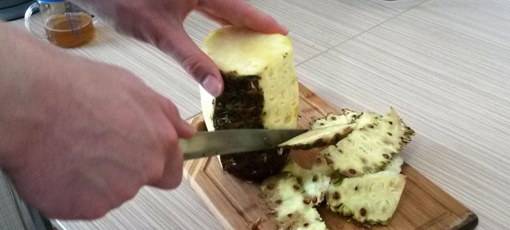 Как почистить ананас ножом