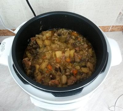 Овощное рагу с мясом в мультиварке REDMOND