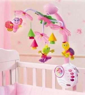 Подарок новрожденному: мобиль на кровать